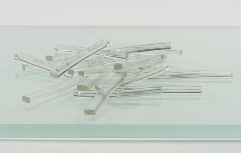 Tafel met kunststof transparante blokjes