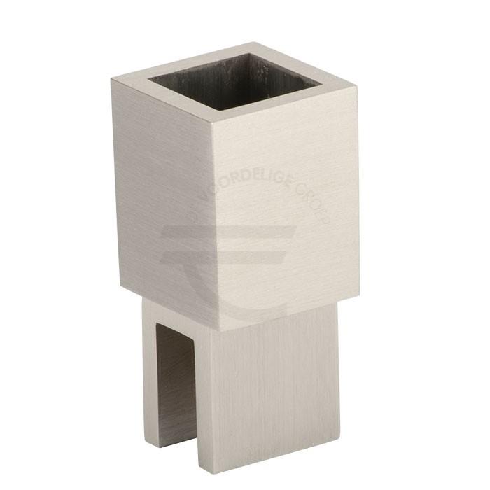 Verticale-glasbevestiging-vierkant-8-10mm-RVS-effect
